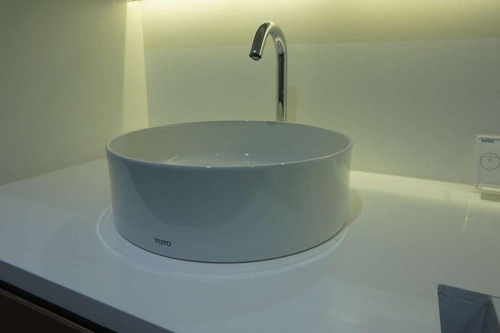 chậu rửa mặt lavabo dặt bàn TOTO giá rẻ tại TPHCM