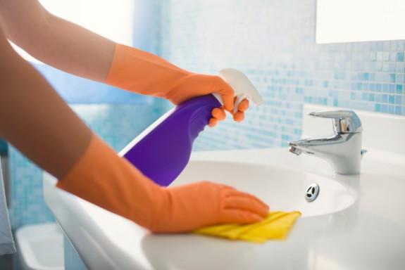 Cách vệ sinh nhà tắm đứng